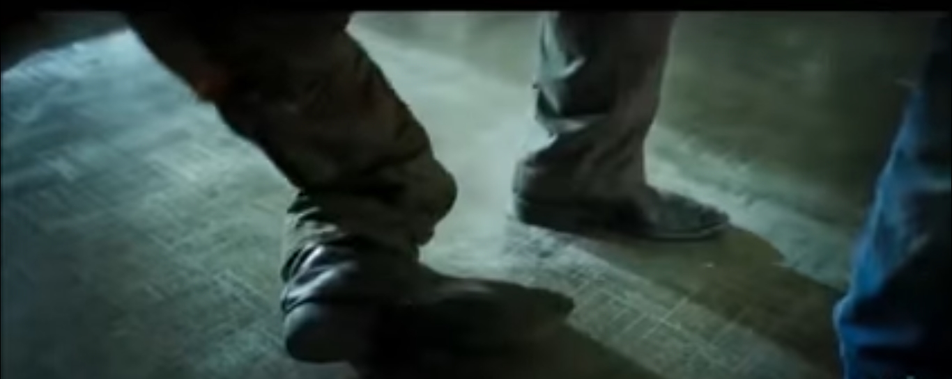 Tiger Shroff fighting image 3-broken leg